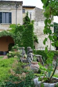 Monterossa, Giardino della Villa
