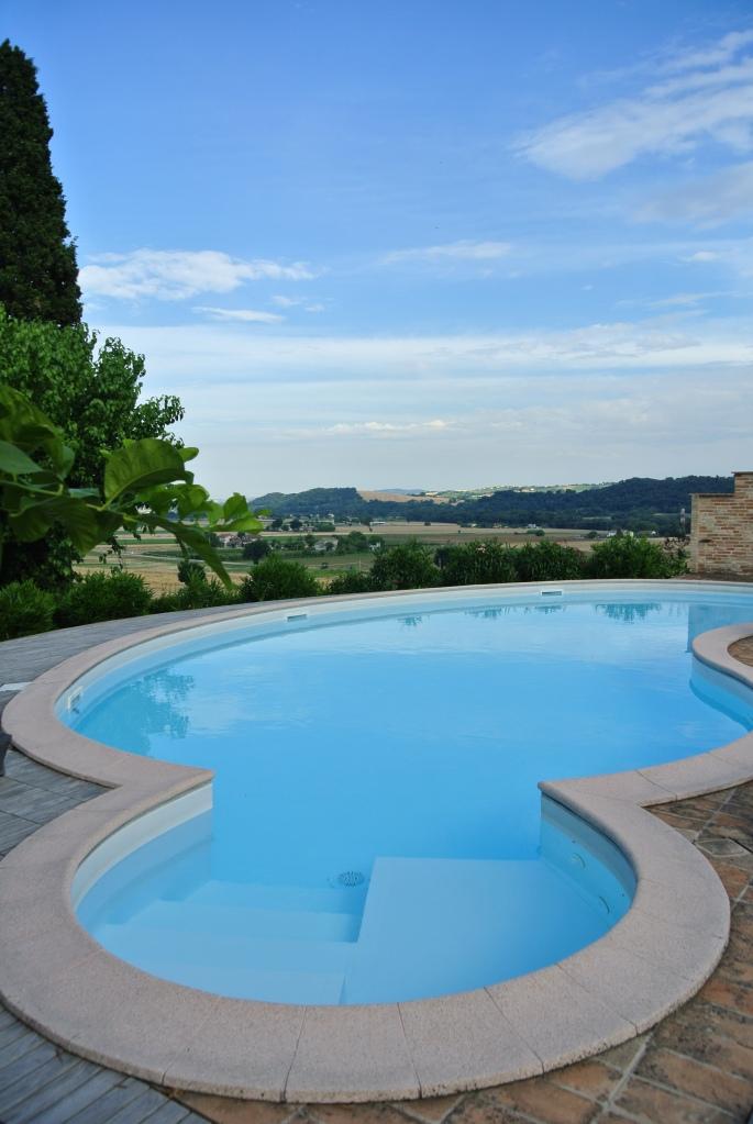 La Commenda, vista dalla piscina