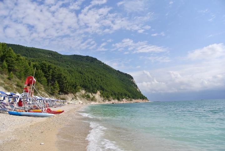 Spiaggia dei Sassi Neri, Sirolo