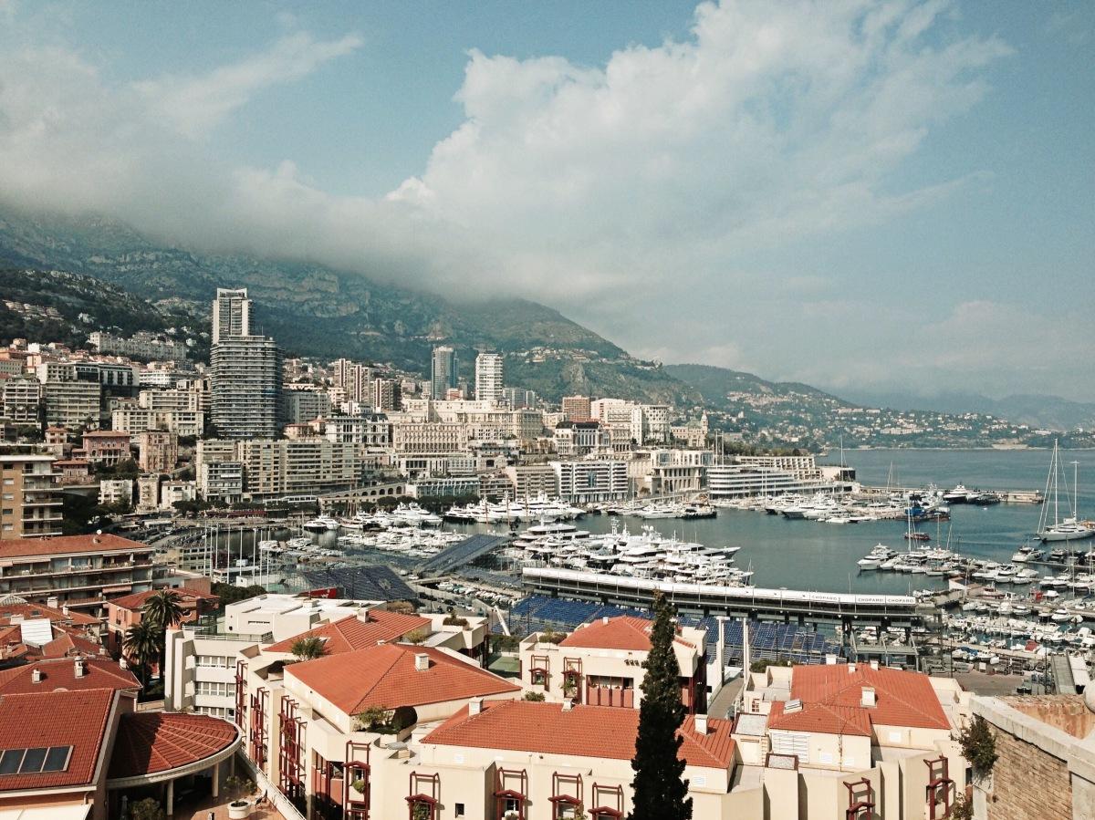 La magia della Costa Azzurra: la 'route'che corre da Marsiglia a Monte Carlo, tra mare cristallino, spiagge dorate e villaggi da fiaba.