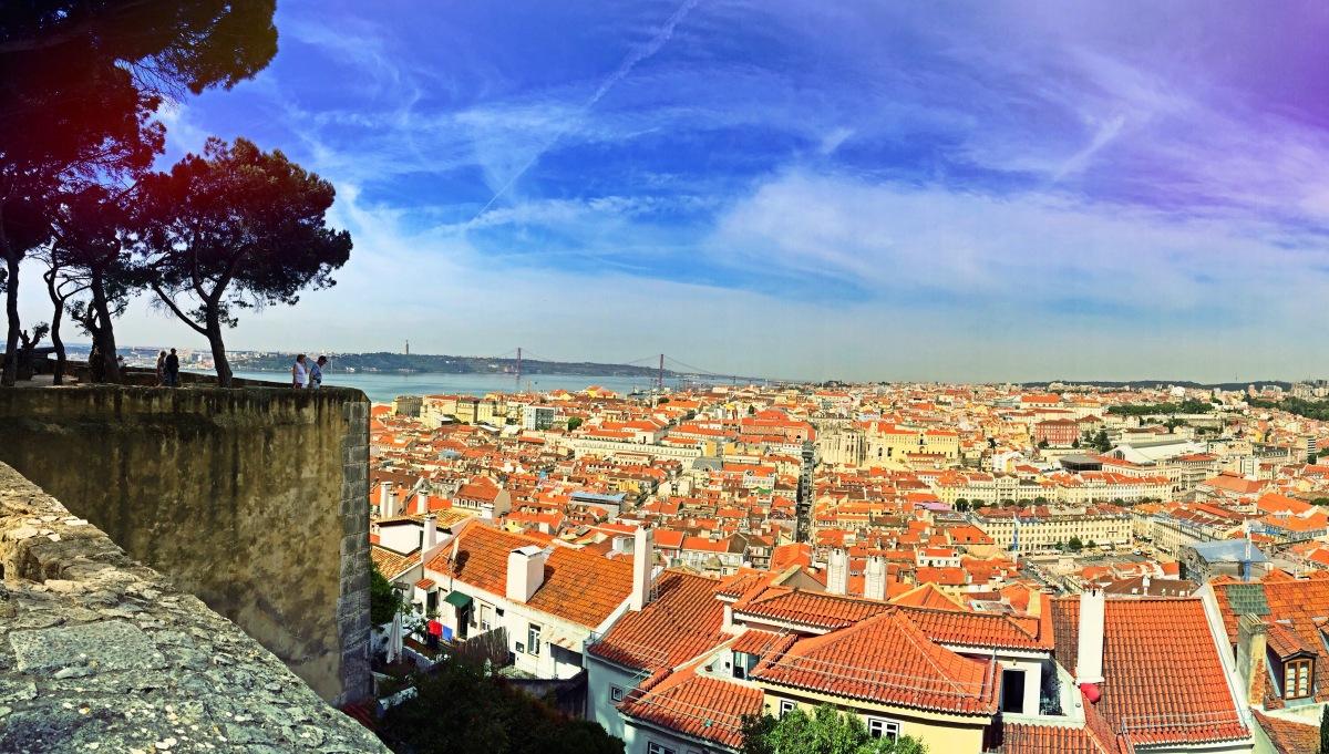La mia Lisbona,ovvero: a passeggio tra le vie dell'Alfama e del Barrio Alto avvolti dalla Saudade, la musica del fado e il profumo di mare e sardine fritte (con il cielo azzurro e il vento dell'Oceano che fa sospirare)